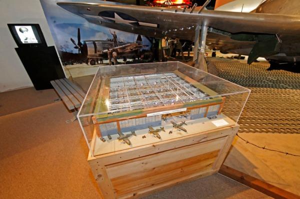 Republic P-47 factory diorama model -- photo by Joe May