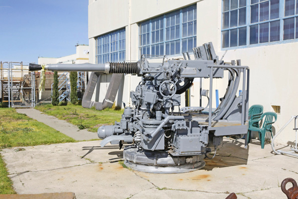 blog-bofors-40mm-gun-mount-from-uss-franklin_mg_6372.jpg