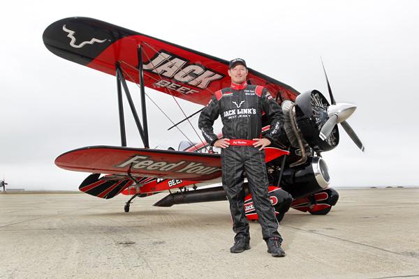 Screamin' Sasquatch and pilot Jeff Boerboon — photo by Stew Milne