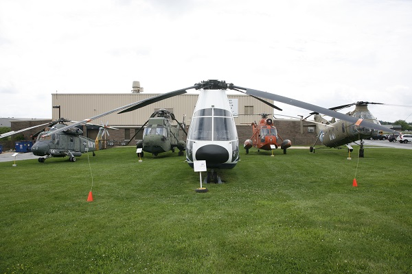 (L-R) HH-2D Sea Spirte, HH-3A Sea King, Boeing 360, HH-3A Sea Guardian and CH-21C Shawnee on the front grounds of the American Helicopter Museum — Travel for Aircraft: Joseph May