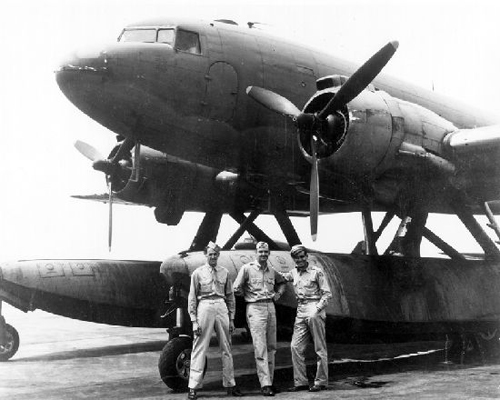 Douglas XC-47C with Edo Model 78 amphibious floats with personnel for scale—San Diego Air and Space Museum image archive