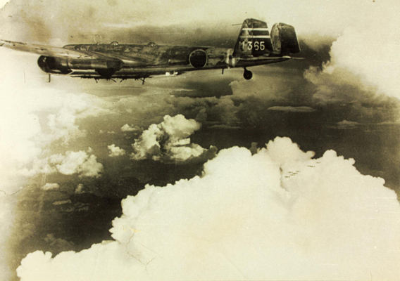 Flying alongside a Mitsubishi G3M Type 96 Rikko (Allied reporting name, Nell)—San Diego Air and Space Museum image archive