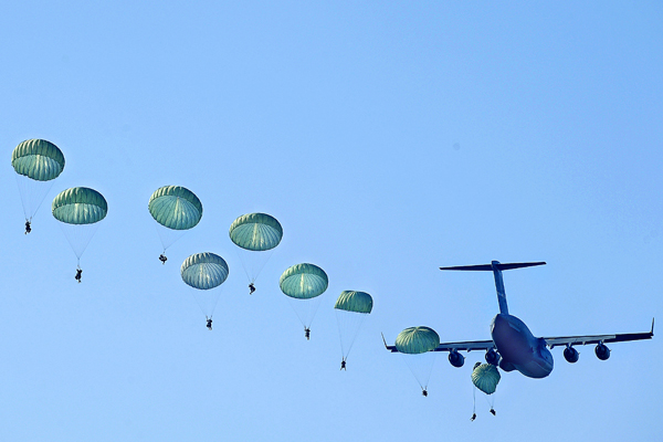 FORT BENNING, GA. ? Army Rangers parachute from a U.S. Air Force C-17 Globemaster III during Ranger Rendezvous 2009 over Ft. Benning, Ga. More than 1,000 Rangers assigned to four Ranger battalions from across the country participated in a mass tactical jump flown by U.S. Air Force aircraft. (U.S. Air Force photo/Senior Airman Jason Epley)