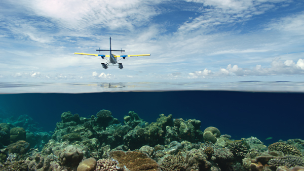 blog-airplanes_maldives_seaplane_flyover_4k