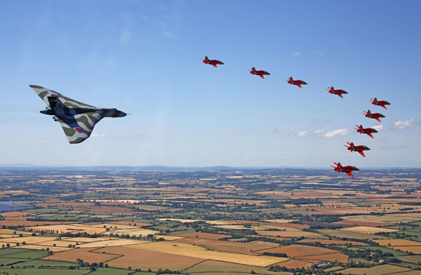 blog-red-arrows-and-vulcan-mod-crown-copyright-sac-adam-fletcher-sca-official-20150719-784-392_big