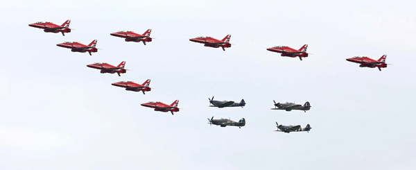 blog-red-arrows-spitfires-hurricanes-mod-crown-copyright-2015-sac-adam-fletcher-sca-official-06142015-707-047_big