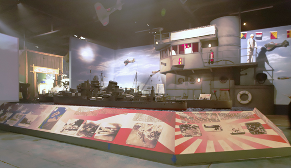 Stern aspect view of the models of the IJN Hatsushimo 初霜 destroyer, IJN Tone 利根 重巡洋艦 heavy cruiser and IJN Ushio 潮 destroyer — photo by Joseph May